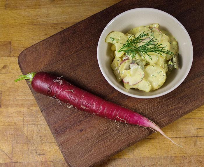 Kartoffelsalat-mayo-rettich-brett-kontrast