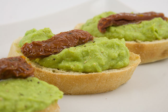 crostini-avocado-tomate